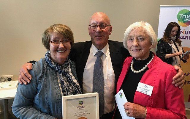 Committee members Noeline Harridge and Yvonne Gale accepting the award from Mayor Jim Boult